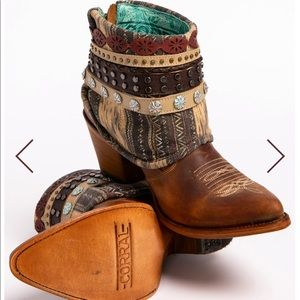 ✨HP✨Corral Honey Studded Woven Harness Booties